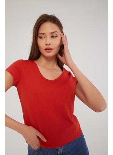 Fashion Friends V Yaka Cep Detaylı T-Shirt Kiremit Kahve